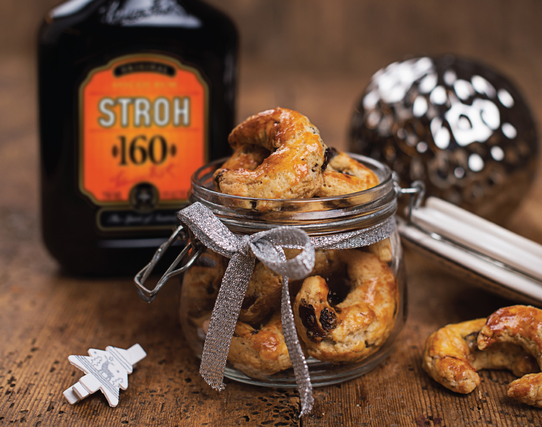 These rum raisin biscuits are sure to impress your guests. #Stroh160